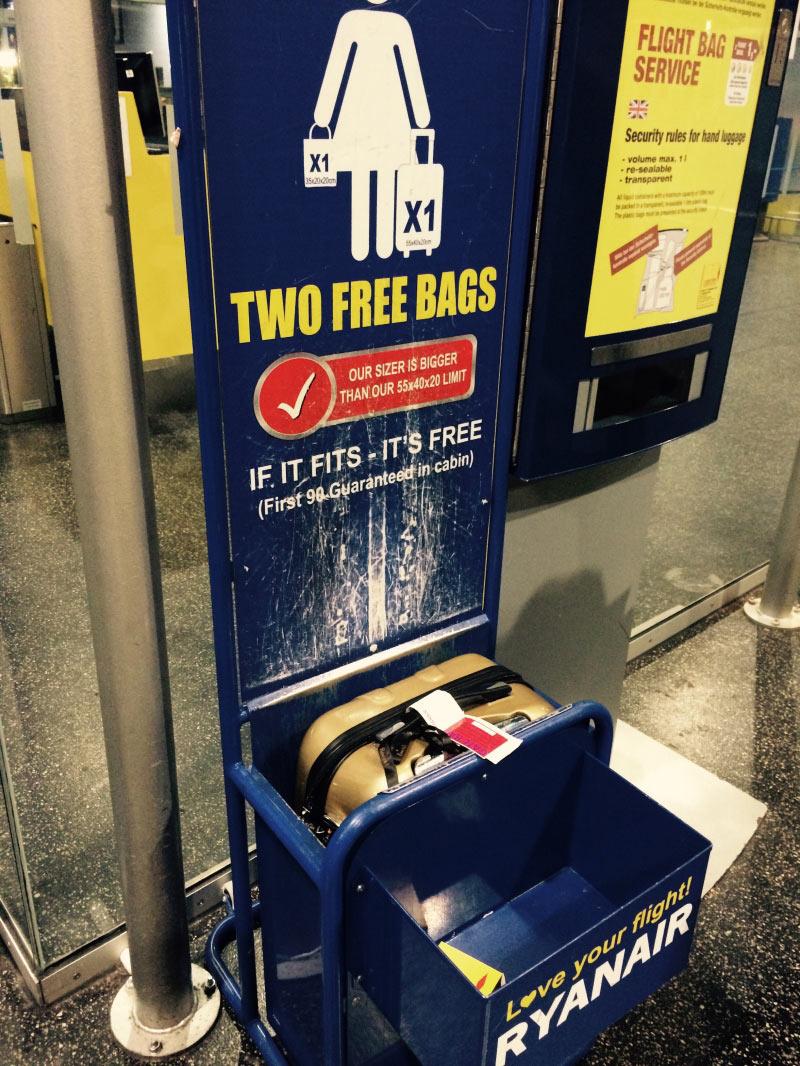 Das Messger�t von Ryanair, mein Koffer passt perfekt rein.