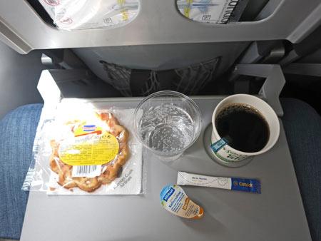 Getr�nke-Service war okay. Bei anderen Airlines soll es gar nichts geben!