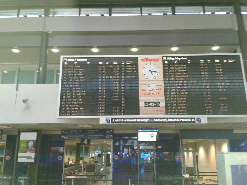 Offizielle Abflugzeit 12:10 Uhr,tatsächliche Abflugzeit 20:07 Uhr.