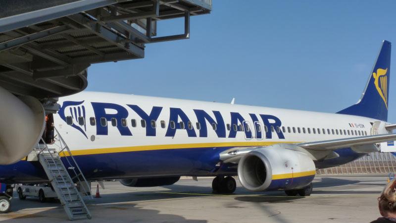 R�ckflug ALC - HAM; Fluggastbr�cke nicht benutzt; stattdessen nur Treppen (Rollst�hle wie ?)