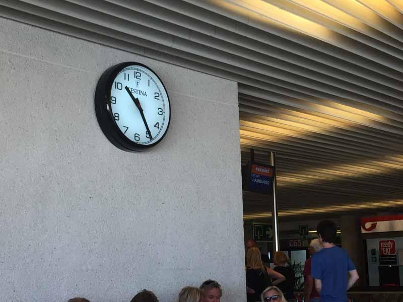 Geplante Abflug war 0920, um 1045 sa�en wir immer noch.