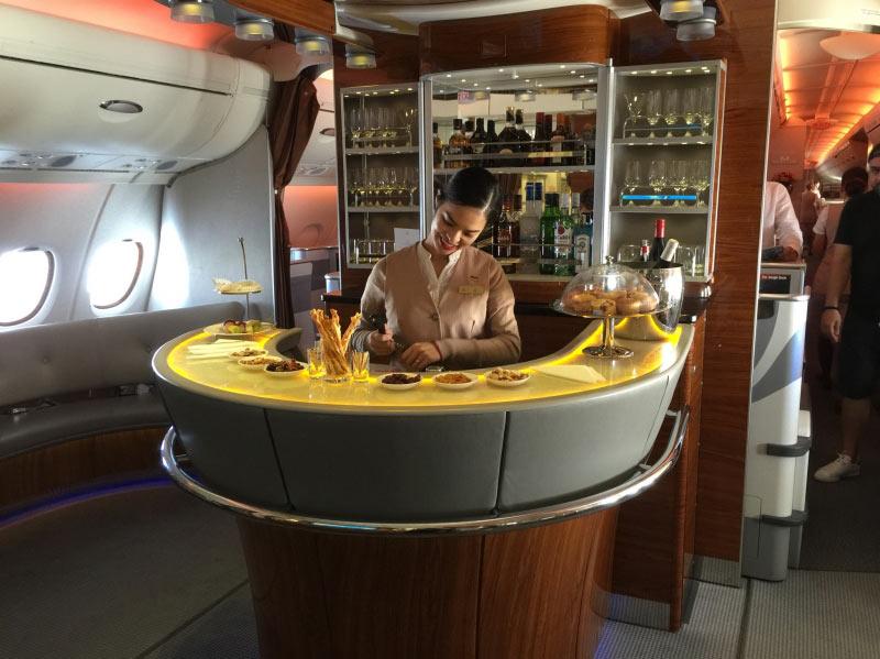 An der Bar in der Business Class bleiben wenige Wünsche offen.....