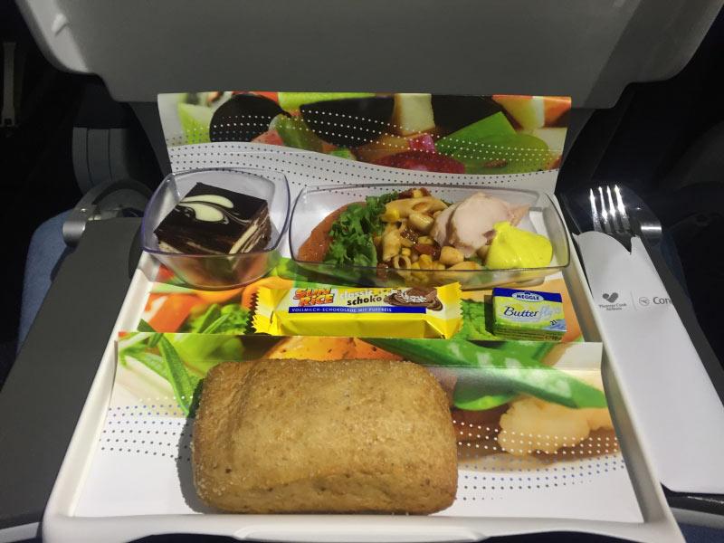 Abendessen, zwei Stunden vor Landung (Premium Men�)