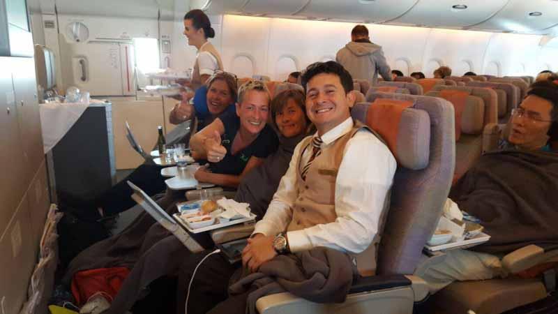 Das ist der unfassbar nette und unterhaltsame Steward von dem ersten Flug.