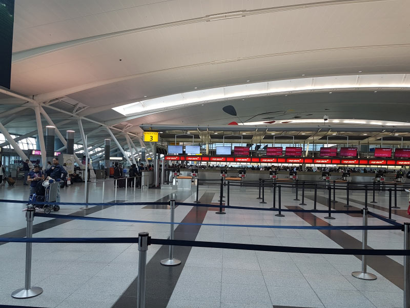 Ja Morgens um 5 uhr ist sone Flughafenhalle sch�n leer...
