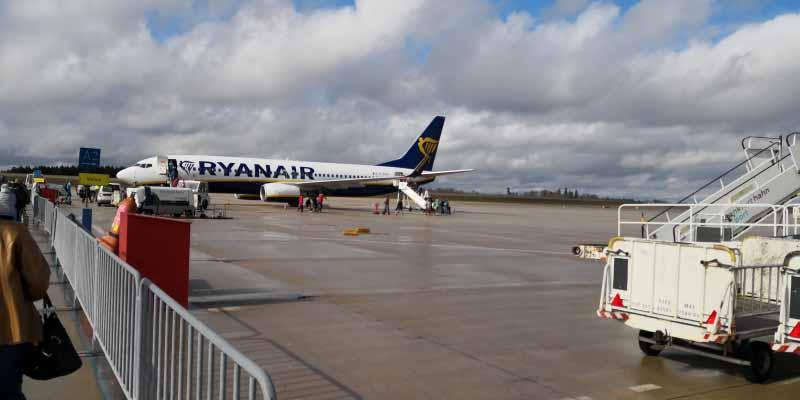 Unsere 737-800 auf dem HHN Vorfeld