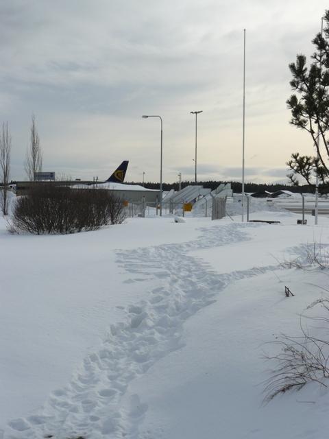 Tiefschnee am Flughafen Tampere Anfang M�rz :-)