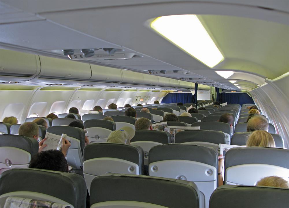Der Airbus A320-200 war nur zu ca. 50 Prozent belegt. Die Kabine war sehr sauber, der Sitzkomfort trotz Economy-Standard recht gut.
