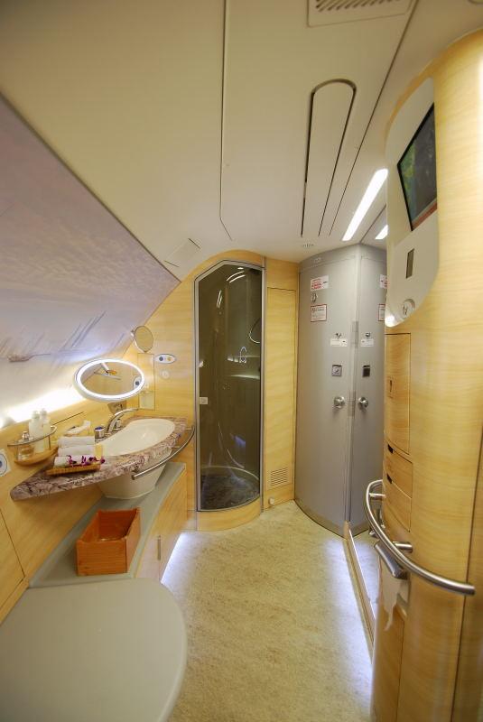 WC/Bad mit Dusche f�r die First Class