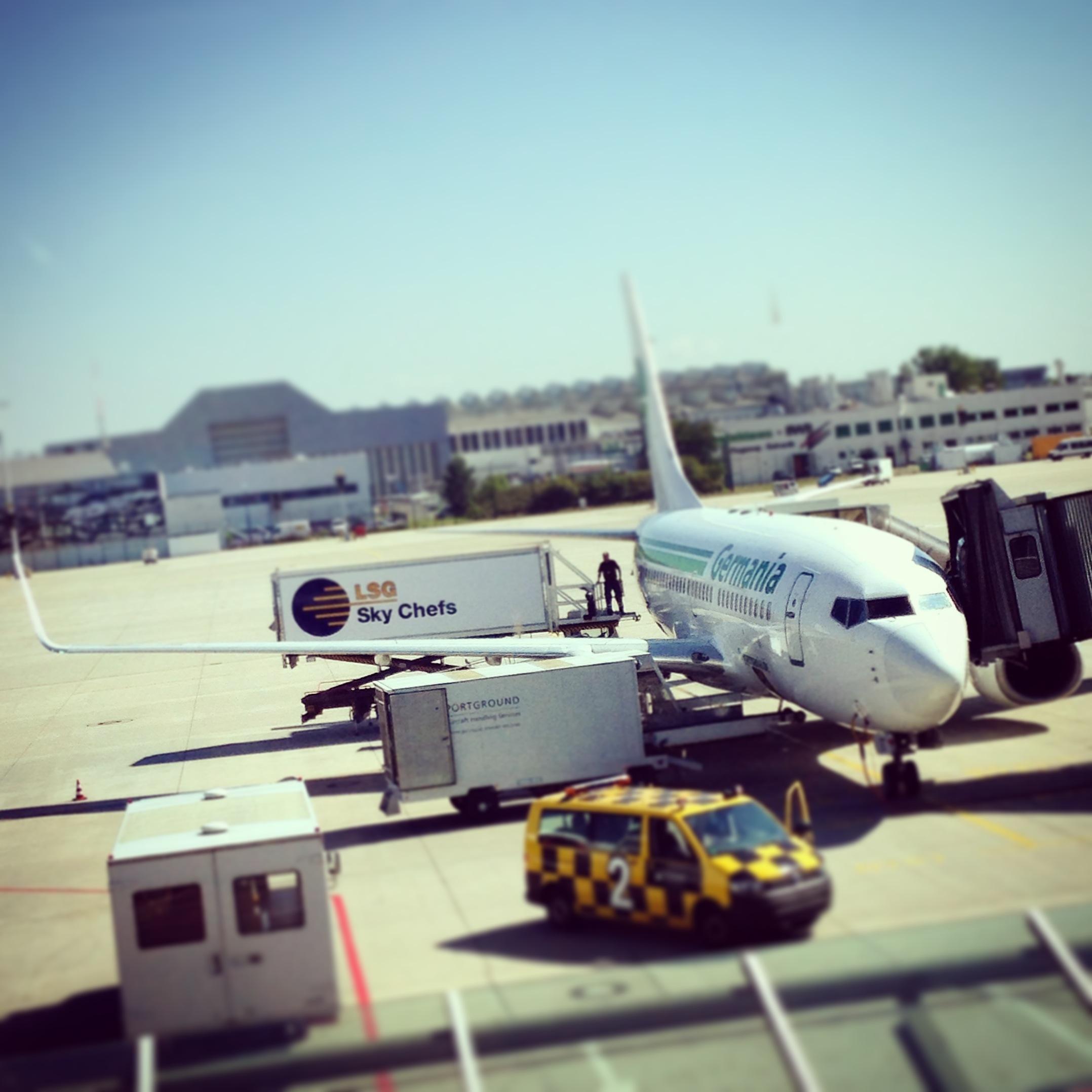 Vor dem Flug am Flughafen Dresden